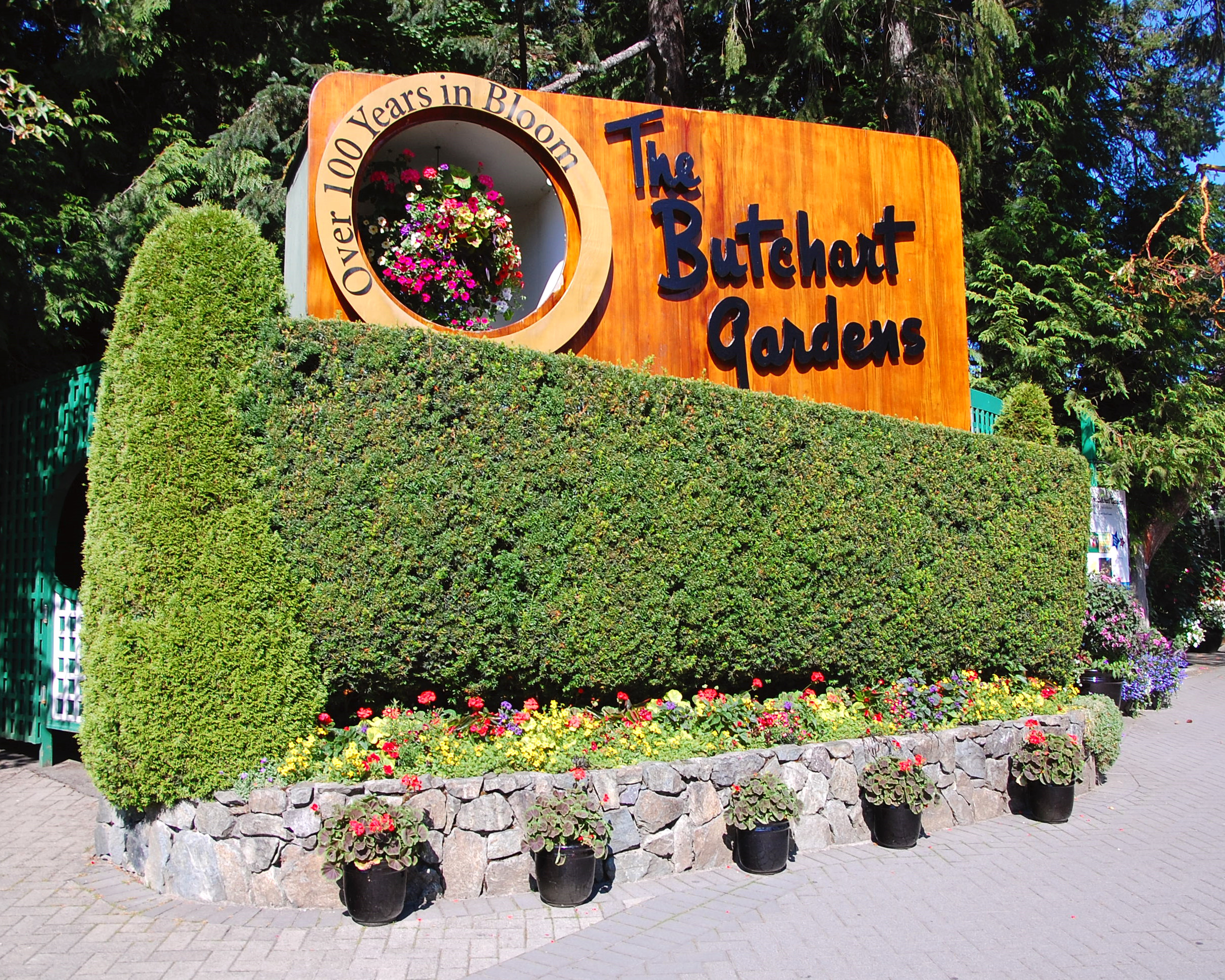 3 attractions around vancouver kimokran - Best time to visit butchart gardens ...